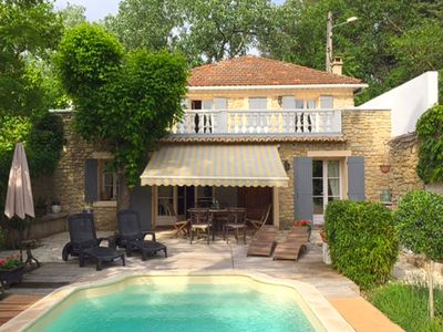 Photo for Charming villa with pool and fenced garden at walking distance of Carpentras