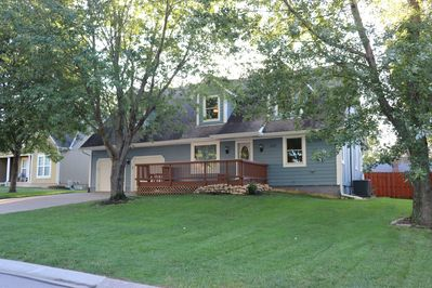 Bigger than appears + Guest House in backyard.  Large Groups Welcome!  Sleeps 20