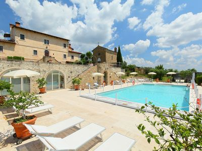 Photo for Cosy apartment for 3 people with WIFI, A/C, pool, TV and parking, close to San Gimignano