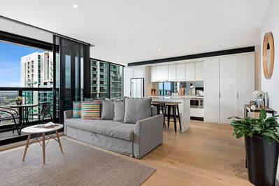 Pleasing Spacious 3Br 2Bth Cbd Apt Wifi View Melbourne City Download Free Architecture Designs Ponolprimenicaraguapropertycom