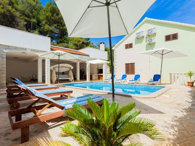 Photo for Holiday house with outdoor pool and 30 m from the beach