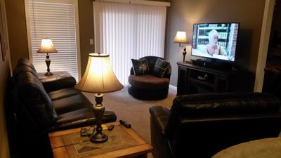 "Photo for 2 Br 2 Bath, Free Wi-Fi, 50"" Tv, 2 Queen beds, Bunk Beds,1 Mile To SDC, 2 pools"