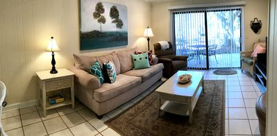 Photo for Fantastic 2 Bedroom - Walk To Beach, Restaurants, Shopping, And More!