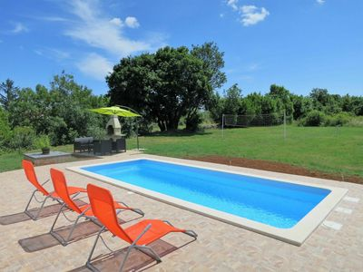 Photo for Cosy apartment for 6 guests with WIFI, private pool, TV and parking