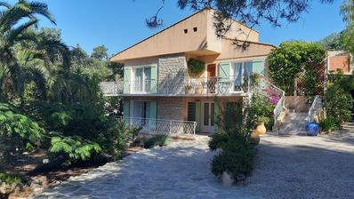 Photo for Superb ground floor villa renovated on the top of Hyères 6 minutes from the beaches