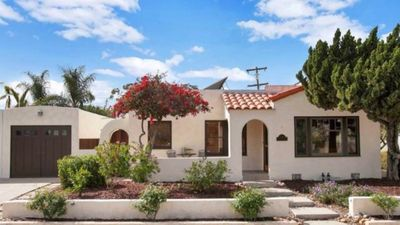 Photo for ★Private, 5 Star Home w/ HUGE Yard, 7 Min to DT ★