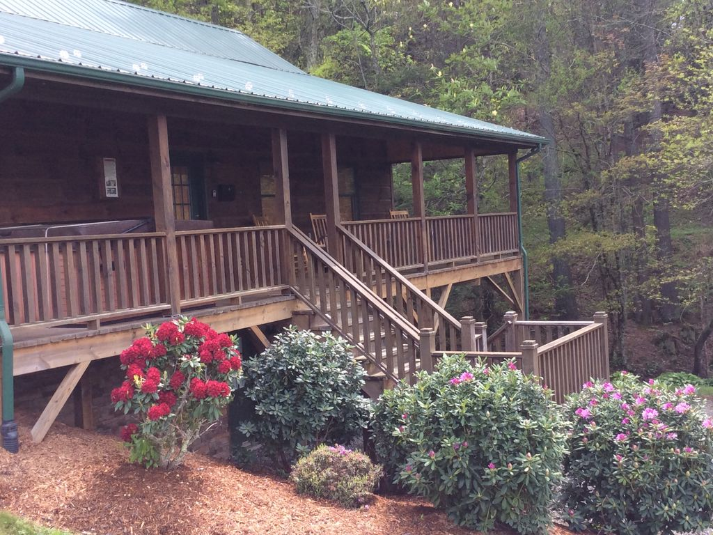 Great winter access 6 min to downtown boone discounted for Winter cabin rentals north carolina