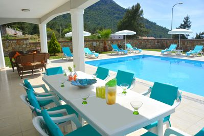 DIning al fresco by the beautiful private pool