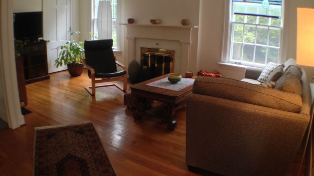 Charming Historical Apartment House In Historic Neighborhood