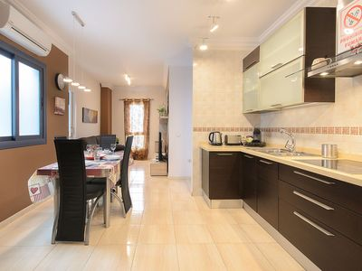 Photo for Central Apartment Close to Beach with Wi-Fi & Air Conditioning; Parking Available