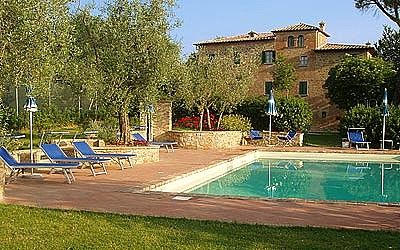 Villa Mirachiana E: An elegant and welcoming two-story apartment in the characteristic style of the Tuscan countryside, with Free WI-FI.