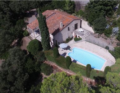 Photo for Villa for 8 people in the heart of Provence
