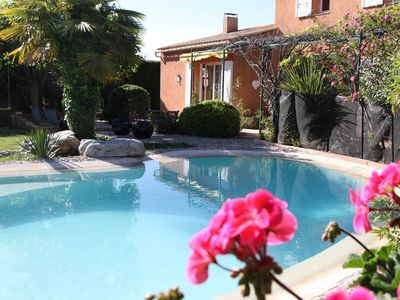 Photo for Family villa 240 m2 with pool, 6 bedrooms, between Aix en Provence and Luberon