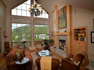 Spectacular open living area to relax in while enjoying the view!