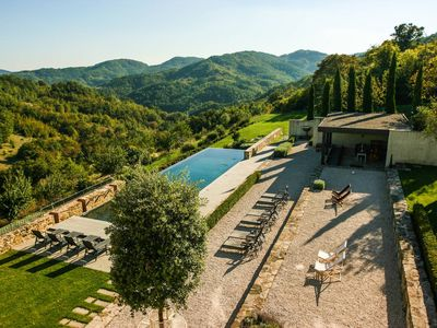 Photo for Stunning luxury 8 bed villa in Umbria with pool