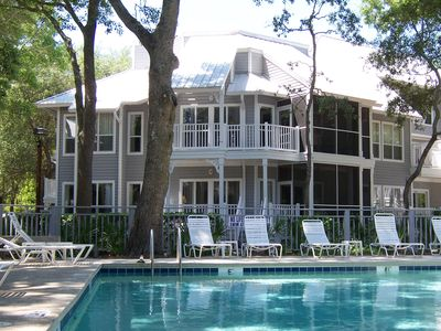 Walk to the beach and Free Golf and Tennis! Ocean Palms HHI