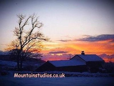 """Photo for """"BEUDY MAWR"""" cottage with private Hot Tub & Gym in Snowdonia. Near Zip World."""