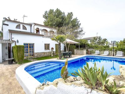 Photo for Lovely villa in Castellet for 9, only 10 minutes to Costa Dorada beaches!
