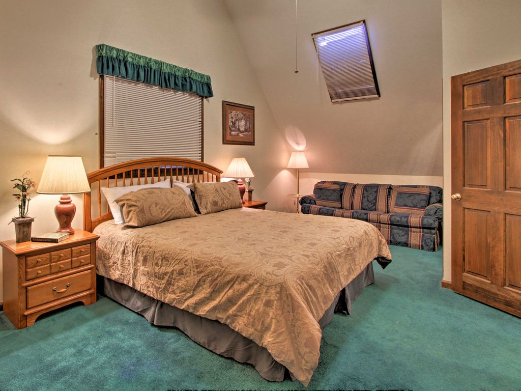 NEW! Cozy Pigeon Forge Cabin - 5 Min to Parkway!