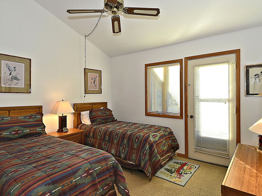 Cute 2 bedroom condo located in the heart of Canaan Valley, WV ski country!