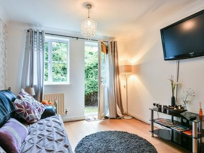 Photo for Contractors! Manor Royal - 2 beds, sleeps 4