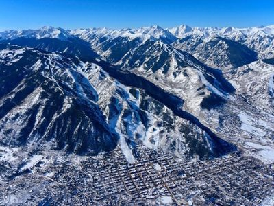 Photo for Aspen Mountain Platinum Rated, Ski-in/Ski-out, 3 Bedroom Condo