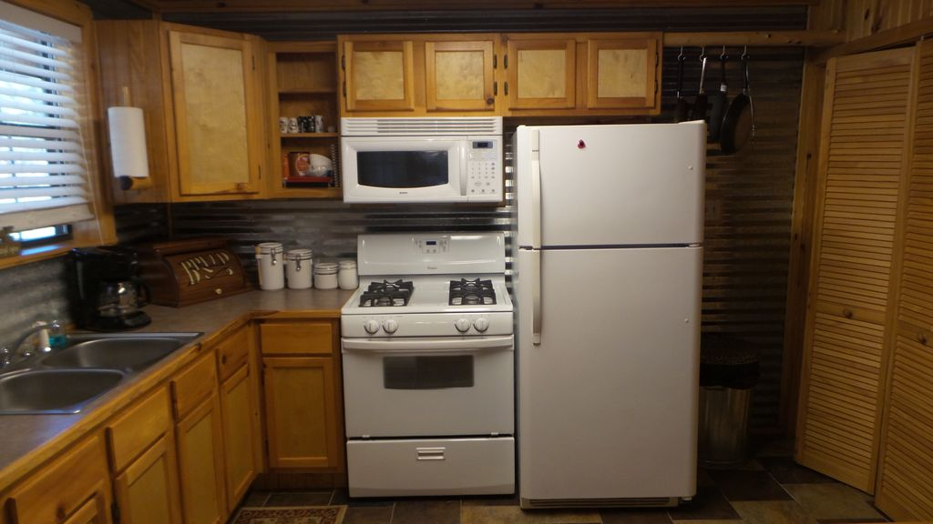 Lake texoma cabin with beautiful views of w homeaway for Lake texoma cabins with hot tub