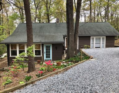 Photo for Charming Cottage near Lake Lanier TIEC, FENCE, Tryon, Landrum