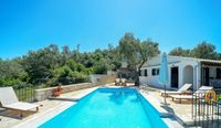 Great villa, great views, pool, beach access and location