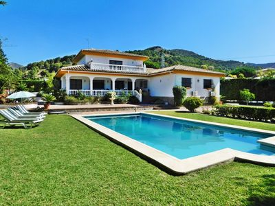 Photo for Villa deluxe for families or business, with privacy, pool, garden, relaxation
