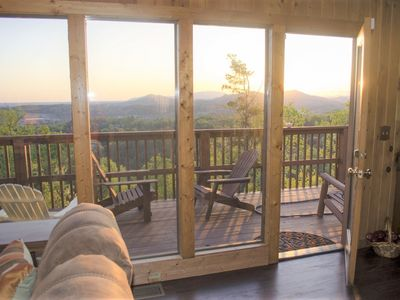 WOW!! Incredible View Mountain Cabin Near the Heart of the Pigeon Forge Parkway!