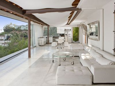 Photo for Hollywood Hills - Contemporary Retreat