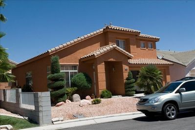2 story house 4 bedroom with 2 master and 3 1/2 bathroom with a swimming pool