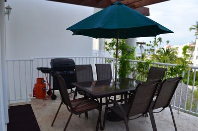 Comfortable outdoor dining