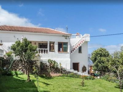 Photo for Charming chalet with rich garden and magnificent views: sea, valley, Mount Teide