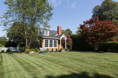 Newly Renovated 4 Bedroom Cottage with Creek View Sunroom