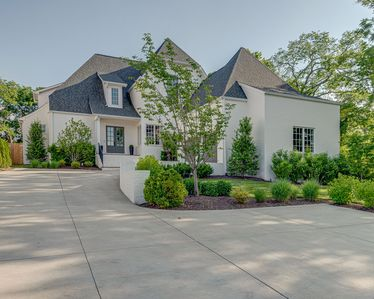 Photo for Gorgeous custom built home with POOL. Close to everything NASHVILLE