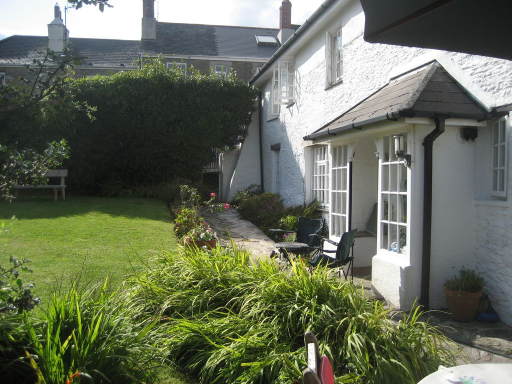 Old school house spacious 18c cottage close to for Kingsbridge house