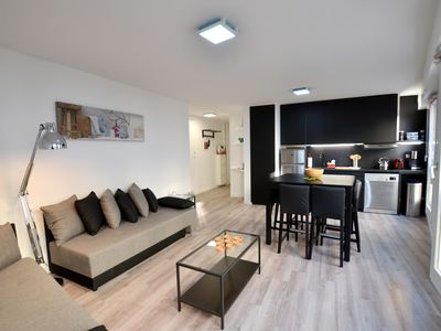 Photo for Charonne 21  apartment in 11ème - La Bastille with WiFi & lift.