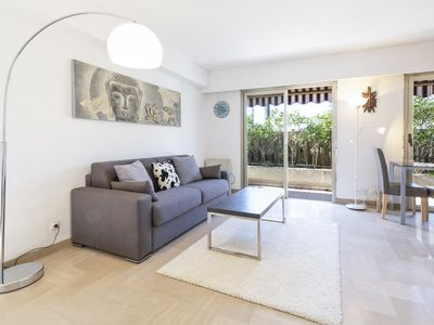 Photo for Bright 1-bedroom appartement: little garde in Vieil Antibes