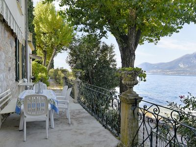 Photo for Family-friendly villa with a view of the lake - Casa storica sulla spiaggia