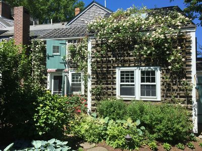 Starfish Cottage on Main Street. Quiet. Private. Nantucket Charm.
