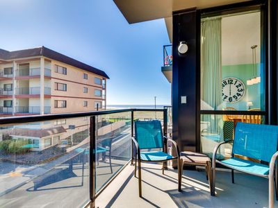 Photo for Family friendly condo w/ ocean views & shared pool, sauna access! Dogs welcome!