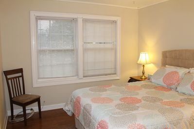 BR3, Queen size bed, size 142sf.