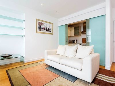 Photo for Lively & homey 2 bedroom home located in sought after Mayfair (veeve)