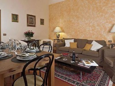 Photo for Ugone apartment in Oltrarno with WiFi, air conditioning & lift.