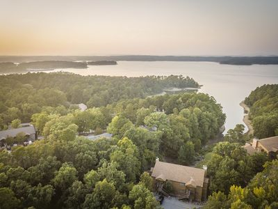 SIT BY THE FIRE in a large 2BR, 2Bath, lake access condo on Lake Ouachita