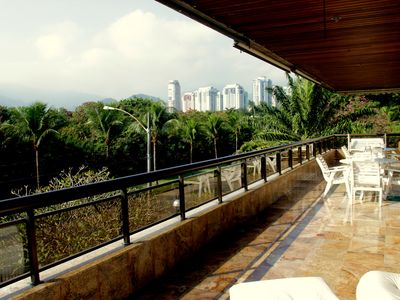 Photo for Apto-04 rooms + 01 / air / see VIDEO / 240m2 Barra da Tijuca / beach qd