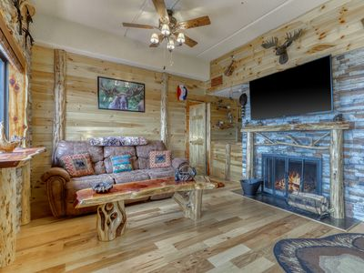Photo for Cabin-like condo with gorgeous mountain views & shared hot tub/pool/sauna!