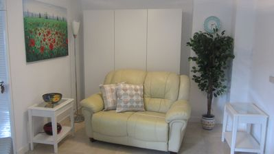 Photo for 🌞Stylish, modern, 1 bedroom, 10 steps to the Beach /No Hills!